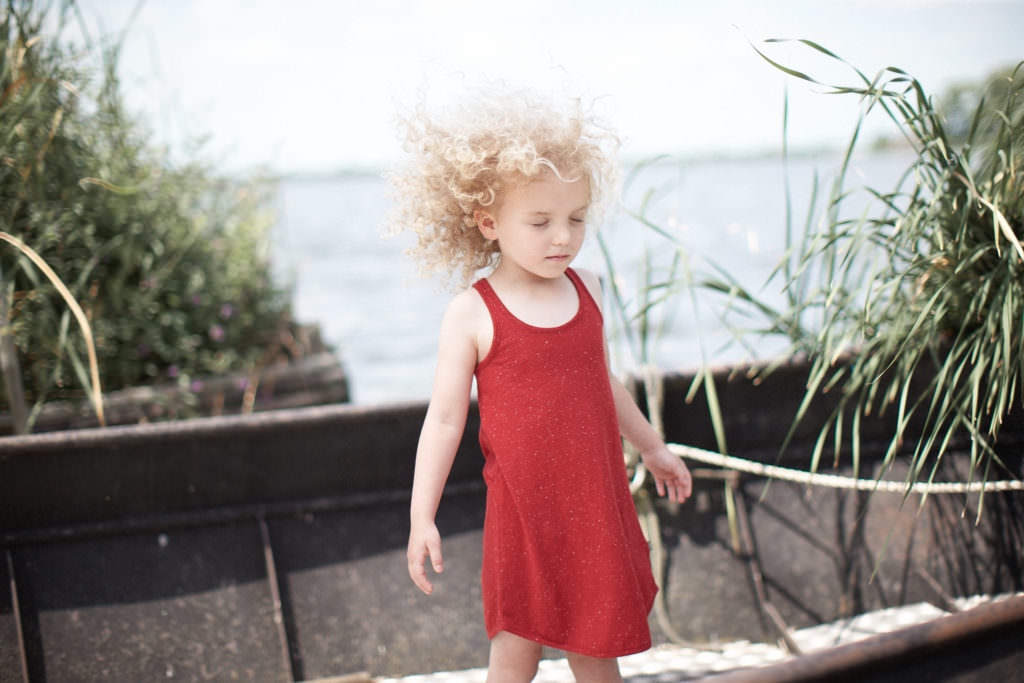 Simple cotton dress by Kidscase with photo by Thirza Schapp for SS17