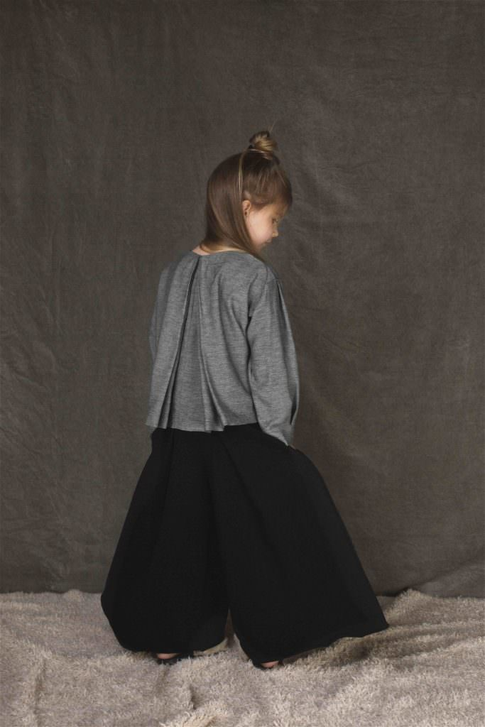 Extraordinary super wide trousers from UNLABEL girlswear with minimal styling for fall/winter 2017