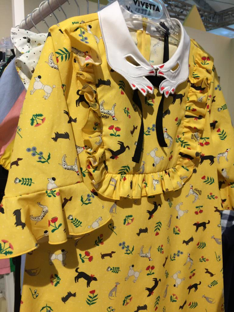 Bib fronts are a trend item a Pitti Bimbo for summer 2018 in girls fashion, here from Vivetta