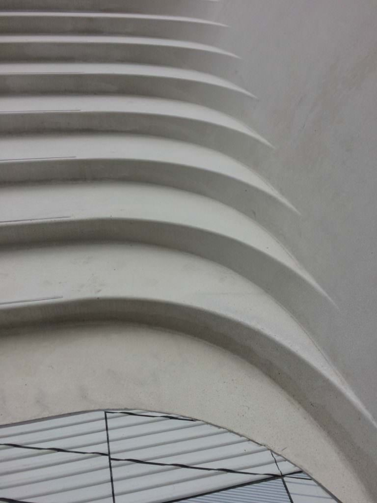 One of my favourite parts of the ceramic courtyard is this seamless slide of the steps from the wall