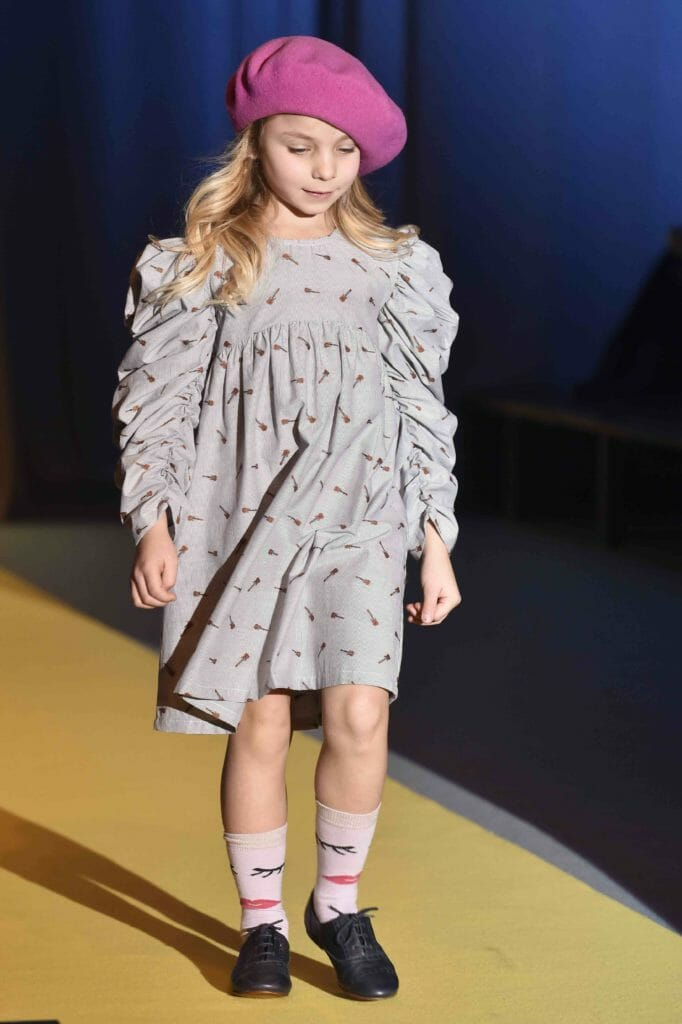 Ruffled sleeves by Iglo Indi and hot pink beret for winter 2018 kids fashion