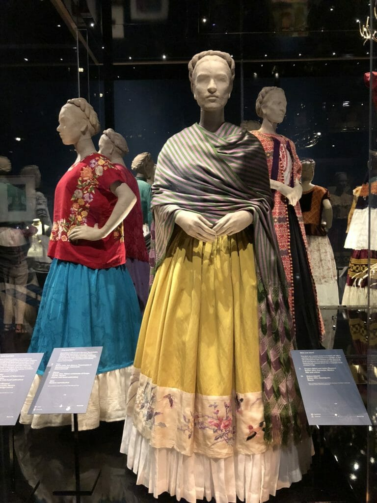 Typical Frida Kahlo outfits include rebozos a traditional Mexican shawl