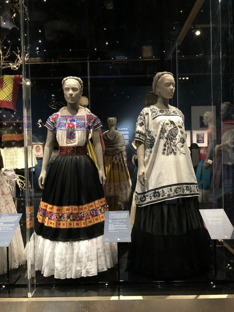 Mexican long skirts with flounces are known as enaguas and holanes