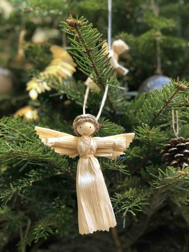 Raffia woven angels for the Christmas tree