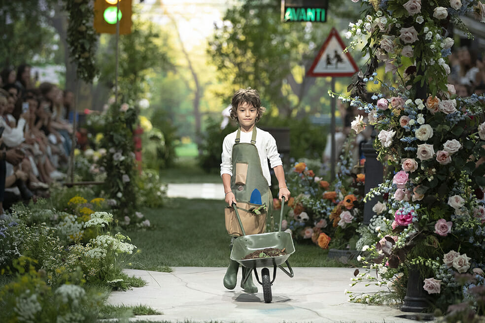 Giving way to gardening accessories and natural colour tones Il Gufo SS20