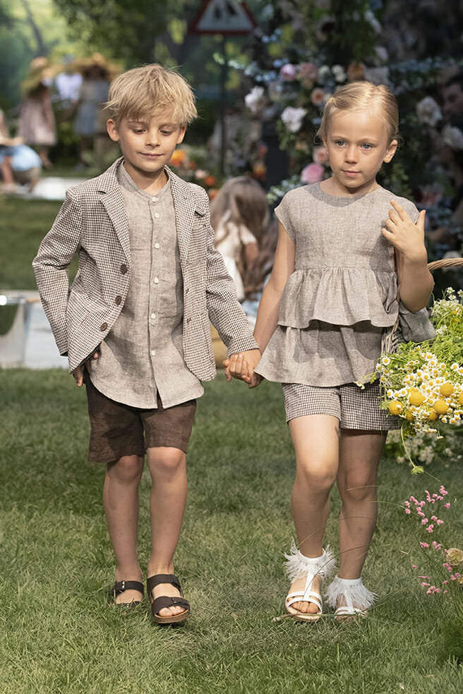 Darker natural tones for linen boys and girls fashion by Il Gufo SS20