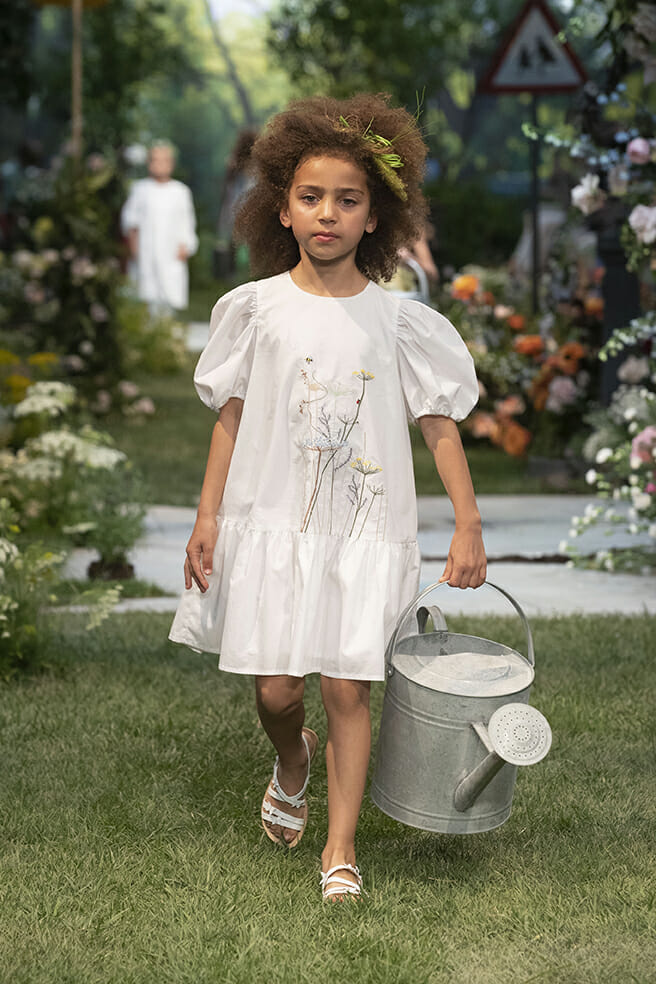 Delicate hand embroidered flowers from Il Gufo girlswear for summer 2020