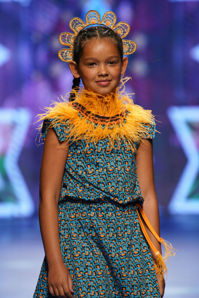 Feather collar and tropical print at Tuc Tuc for kidswear summer 2020