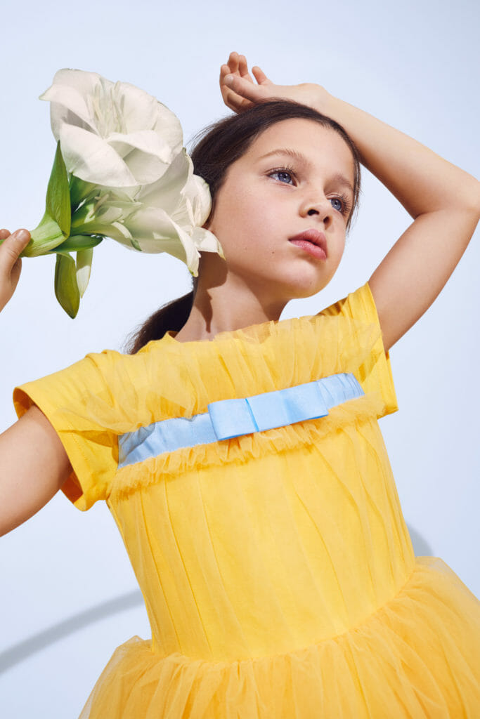 Sunshine yellow, the colour of spring at Simonetta childrens fashion for SS21