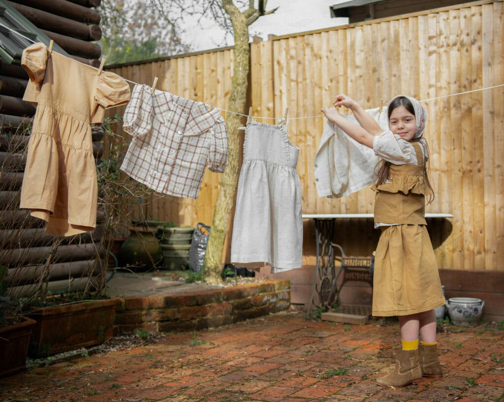 Kokuri is gemaakt van natuurlijk linnen en katoen met geborduurde details